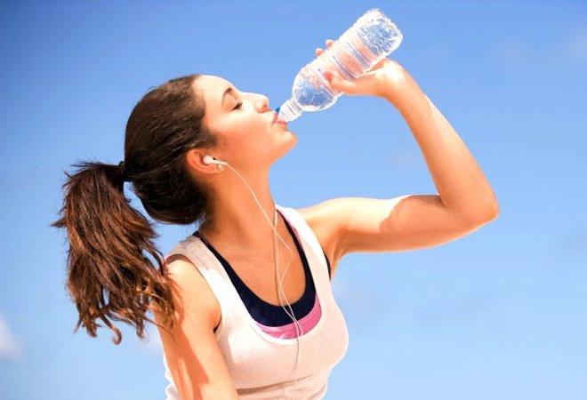 Tăng tiết mồ hôi toàn thân có thể gây mất nước điện giải